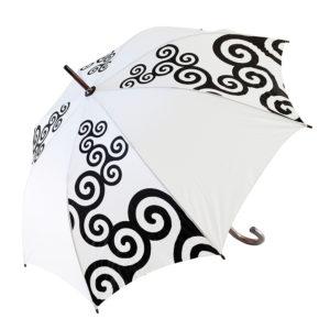 Parapluie blanc diagonale triskells noirs